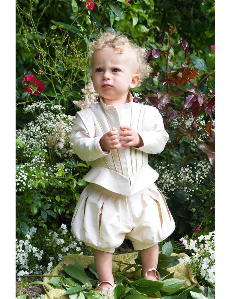 Dopklänning med vacker lång kjol