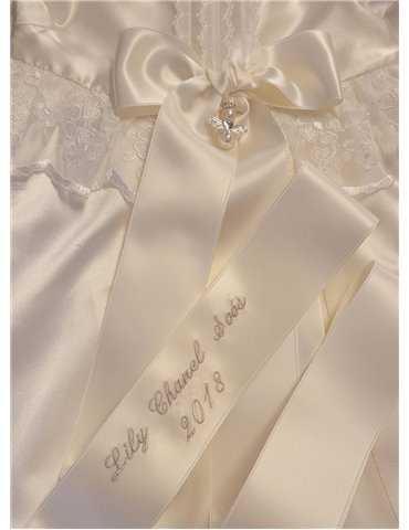 Dopklänning med höstfärgad rosett