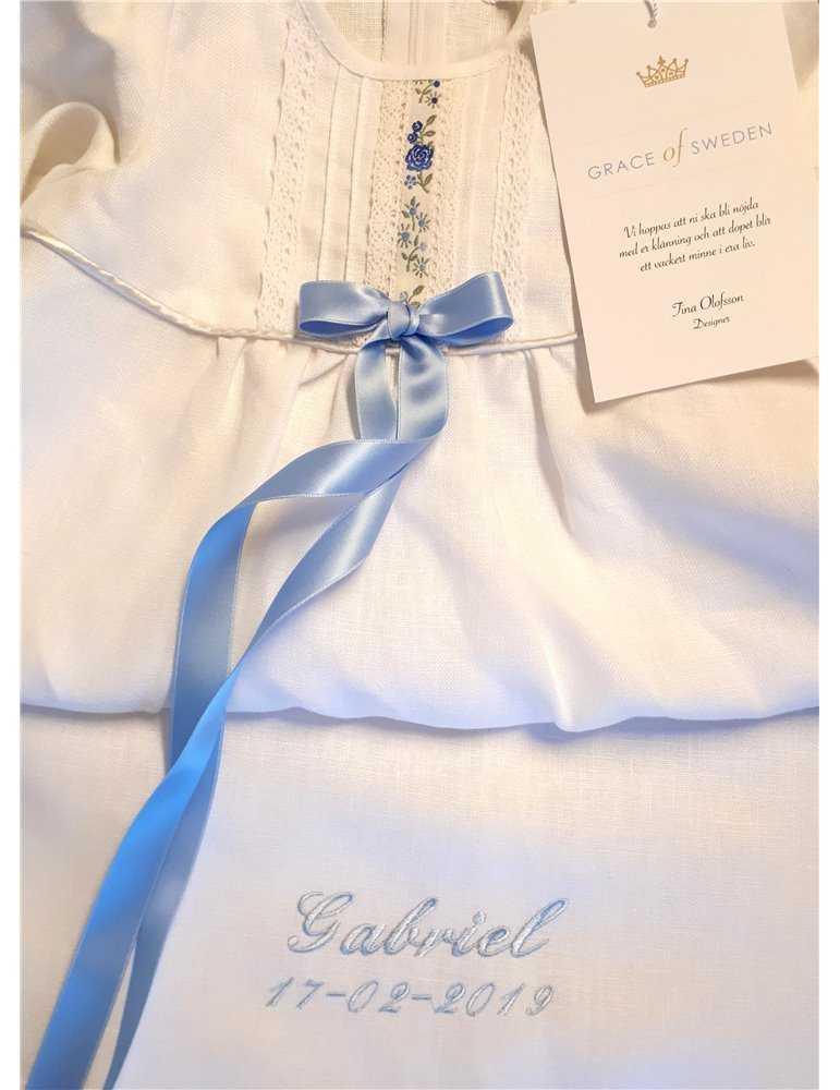 Dopklänning med unik spets och ceris rosett