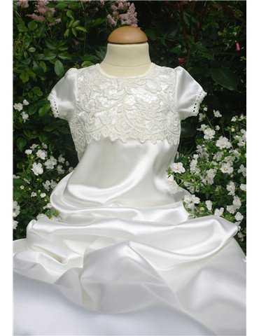 Dopklänning med spetskant
