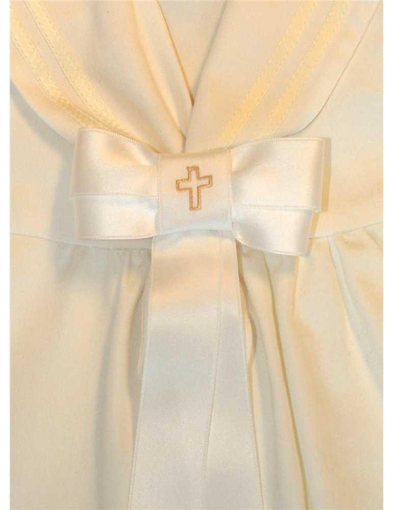gullig baby i hätta med söta spetsar