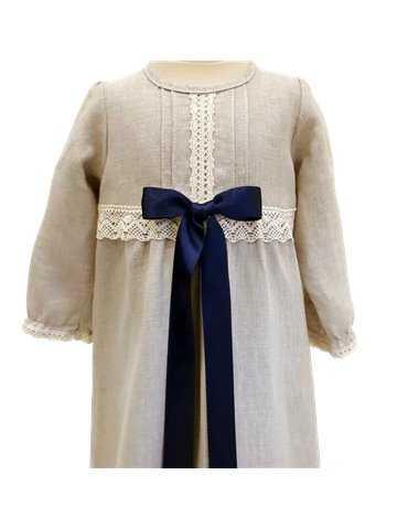 baby i dopklänning med  lyxigt diadem