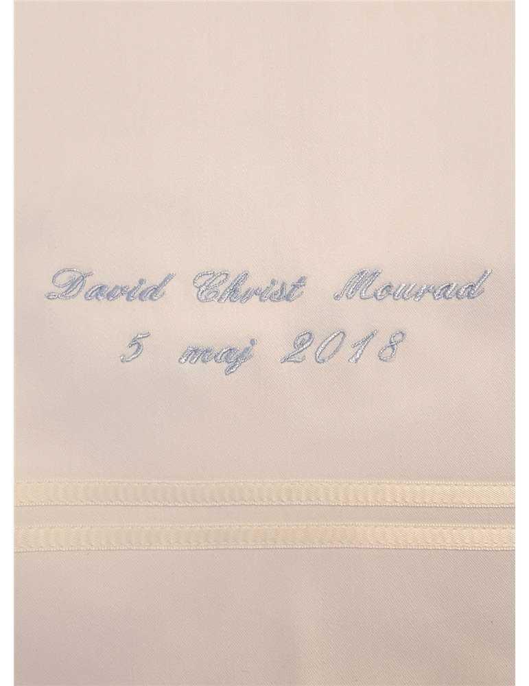 Dopklänning i helbild