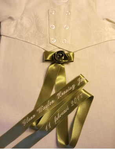 Dopklänning med broderad soprosett till pojke