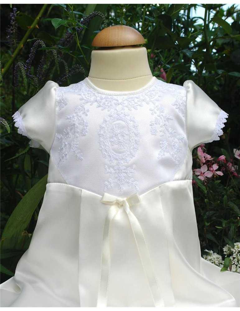 lång lyxig Dopklänning