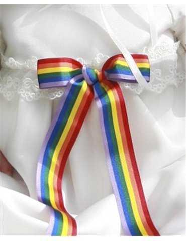 glad flicka i blank dopklänning