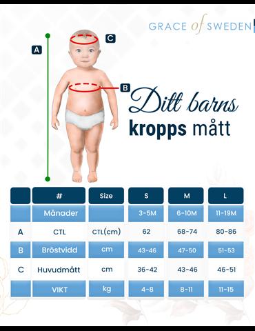 söt flicka med diadem med kors