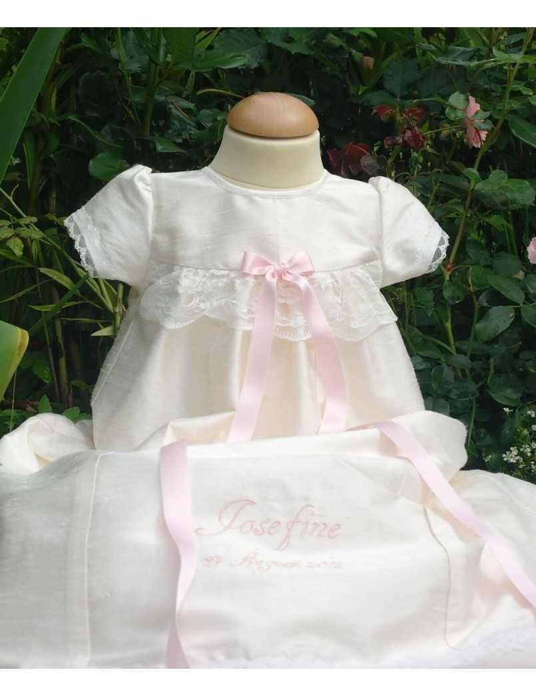 exklusiv Dopklänning Grace-Royal i siden och spets