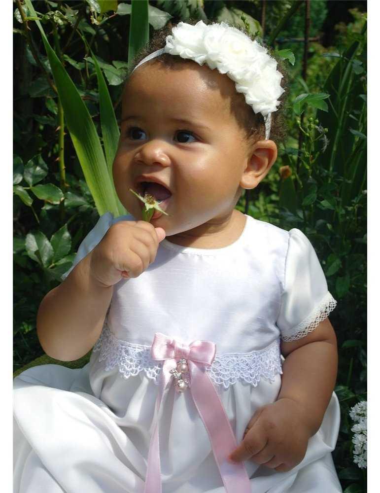 Dopkläder med sjömansstil till gullig flicka