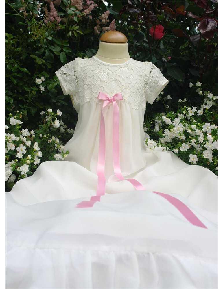 dopklänning i helbild med lång ärm